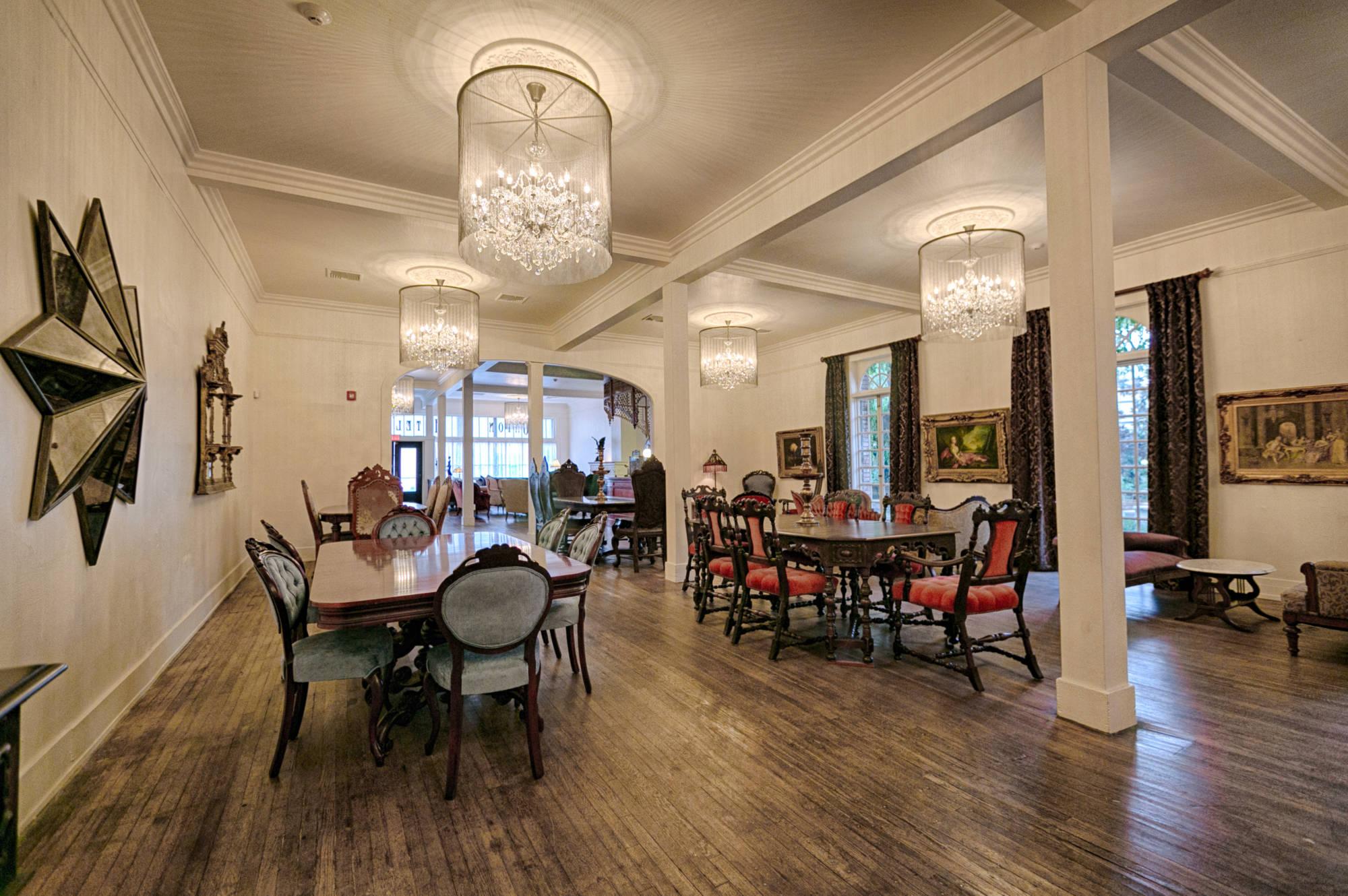 1880-dining-room