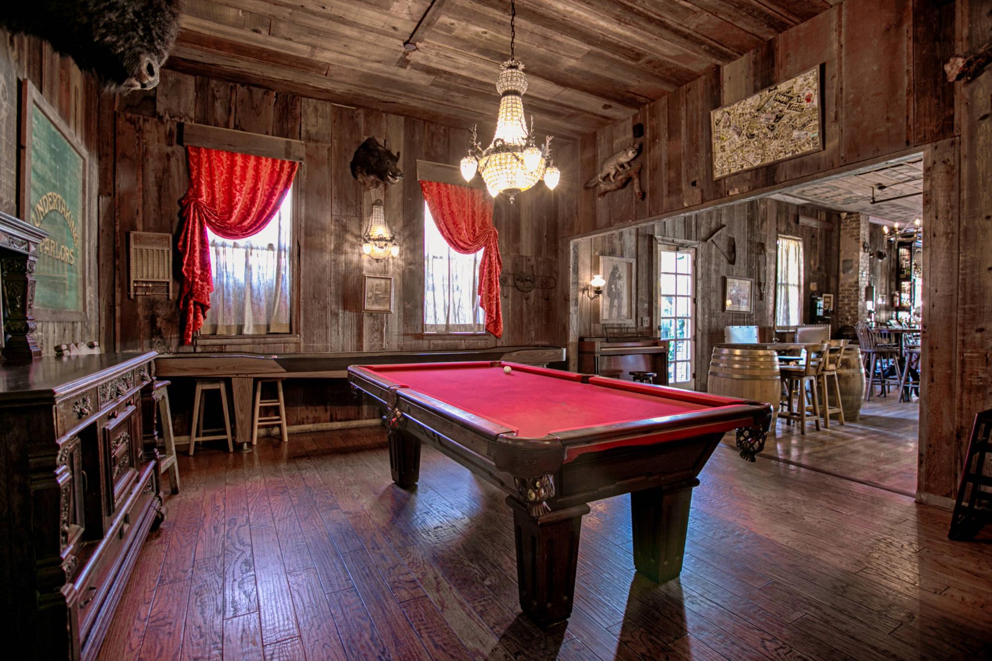 1880-saloon-2